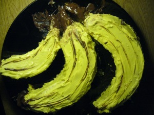 Banana shaped cake